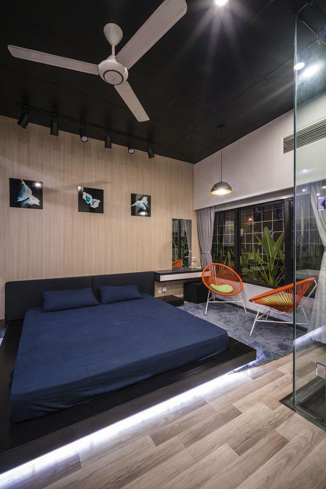 Phòng ngủ tuy nhỏ nhưng được sắp xếp hợp lý tạo cảm giác thoải mái.