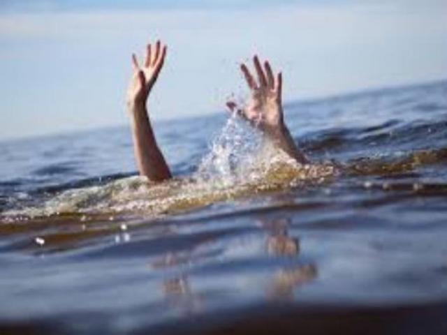 Người yêu quyên sinh, nữ sinh lớp 9 nhảy sông tự tử