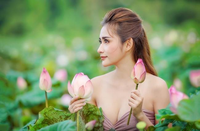 Cận cảnh vẻ đẹp sắc sảo của người mẫu 9X.
