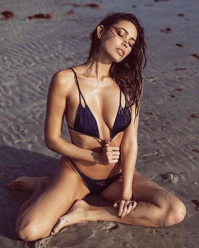 Melody de la Fe sinh năm 1990 hiện tại là một người mẫu bikini tạiAustralia.