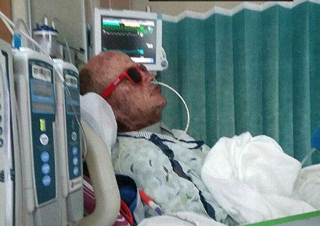 Người đàn ông trở thành xác sống sau khi dùng kháng sinh - 1