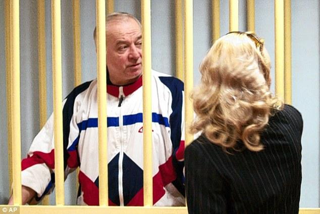 Điệp viên Nga bị đầu độc giữa phố tại Anh - 1