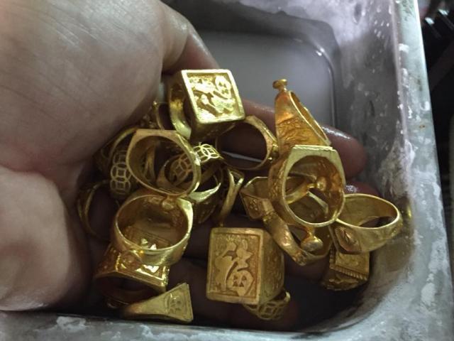 Vụ đống vàng trong bao lúa: Người phụ nữ chửi bới vì không được nhận vàng