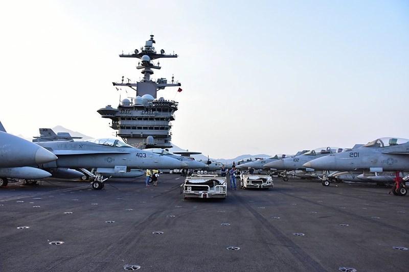 Mở tiệc chiêu đãi trên tàu sân bay USS Carl Vinson - 1