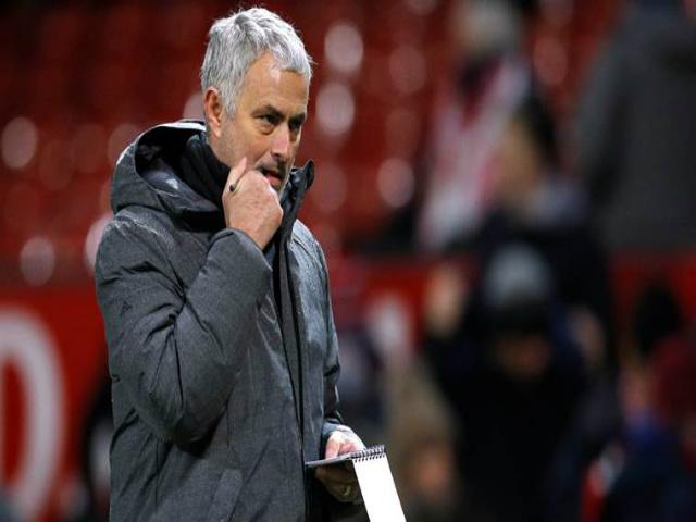 """MU thắng ngược liên tiếp: Giá như Mourinho dùng """"máy sấy tóc"""" sớm hơn"""
