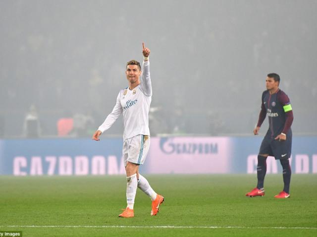Ronaldo gieo sầu PSG, lập hat-trick kỷ lục Messi cũng phải nể phục