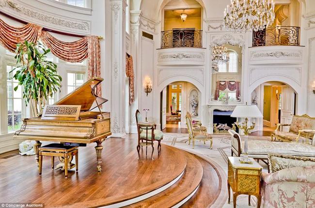 Shirley cho biết căn biệt thự này là nơi hội tụ những giấc mơ của cô, trong đó có nhiều cảm hứng bắt nguồn từ những công trình kiến trúc trong lịch sử. Chẳng hạn như phong cách thiết kế đầy tính nghệ thuật của một số trang viên nổi tiếng ở Pháp và Mỹ.