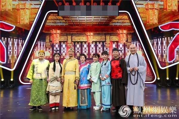 """""""Vua Càn Long"""" Trương Quốc Lập làm đám cưới ngay trên sóng truyền hình - 1"""