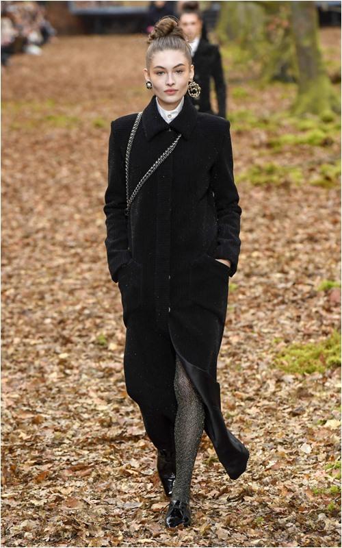 """Tóc búi thanh cao trong khu vườn cổ tích: Chanel làm cả Paris """"rạo rực"""" - 1"""
