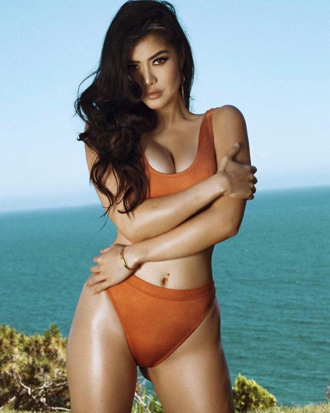 Kim Lee là DJ, người mẫu gốc Việt nổi tiếng trên thế giới. Cô được tạp chí FHM Singapore lựa chọn là Gương mặt sexy nhất thế giới năm 2011 với vẻ đẹp quyến rũ pha trộn giữa Pháp và Việt Nam. DJ sinh năm 1988 trong gia đình có bốn anh chị em. Cha cô là người Pháp, còn mẹ Kim là người Việt.