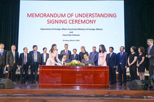 Doanh nghiệp đồng hành cùng nhà nước đào tạo cán bộ ngoại giao - 1