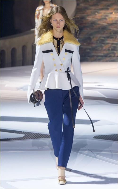Louis Vuitton: Bộ sưu tập hạ màn xuất sắc nhất tuần Paris - 1