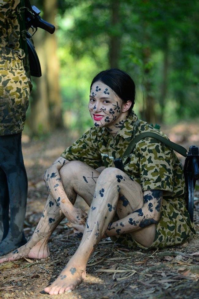 """Show truyền hình thực tế gần đây nhất mà Hương Giang tham gia là """"Sao nhập ngũ"""" phiên bản nữ."""