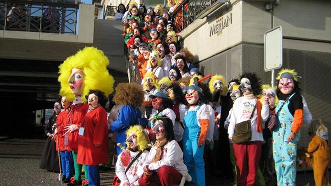 Basel, Thụy Sĩ: Được biết đến với tên Fasnacht, là lễ hội nổi tiếng nhất tại Thụy Sĩ. Lễ hội này thường bắt đầu một tuần sau các lễ hội Carnival ở khắp mọi nơi với confetti được tung ra từ khắp mọi nơi và đoàn người diễu hành với những chiếc mặt nạ khổng lồ.