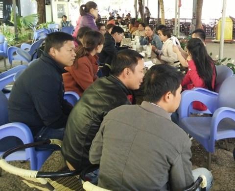 Đắk Lắk: Lương bèo bọt, giáo viên hợp đồng đi bán cháo nuôi nghề - 1