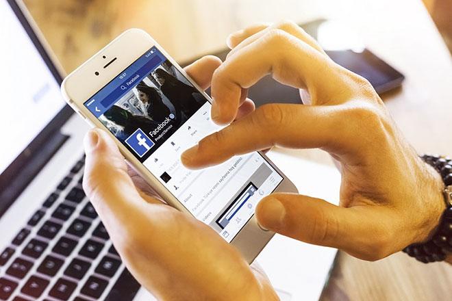 Lạ mắt với nút Online màu xanh mới xuất hiện trên News Feed của Facebook - 1