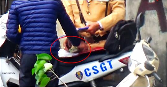 Chủ tịch Hà Nội yêu cầu làm rõ vụ CSGT nghi mãi lộ - 1