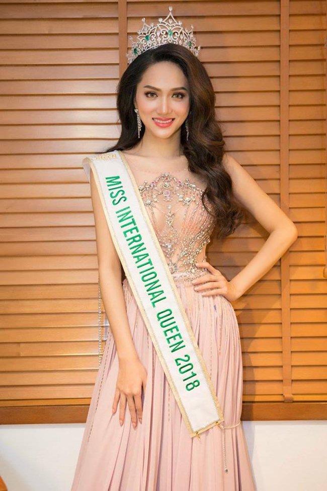 Hương Giang không có đối thủ nhờ phong cách chuẩn 100% hoa hậu - 1