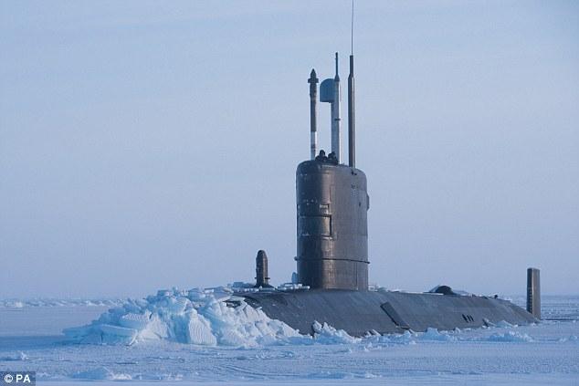 """Tàu ngầm Anh xuyên thủng băng vài mét gần """"sân sau"""" của Nga - 1"""