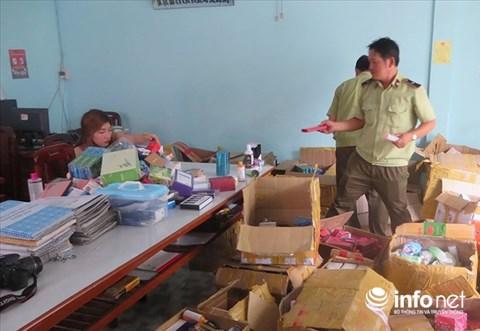 Thu giữ hàng ngàn chai mỹ phẩm không rõ nguồn gốc - 1