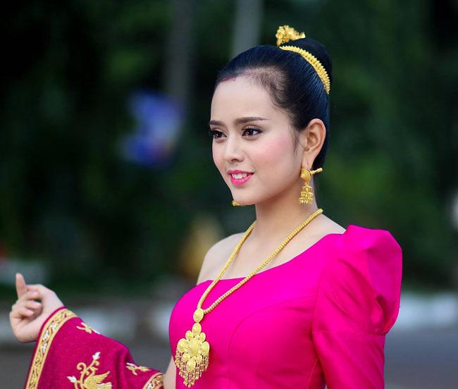 Phounesup Phonnyotha là Hoa hậu Quốc tế Lào năm 2017 (Miss International Laos) -