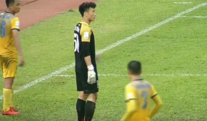 Thanh Hóa trắng lưới, thủ thành Tiến Dũng U23 VN kiến tạo ngỡ ngàng - 1