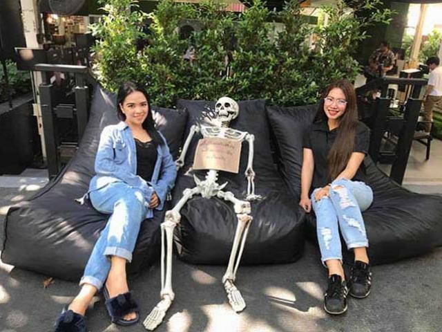 Rợn người quán cà phê giả làm người chết ở Thái Lan