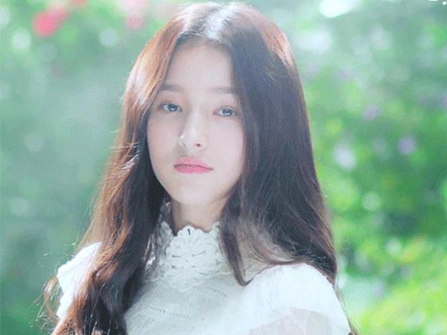 Nhan sắc rung động lòng người của cô gái Hàn gây náo loạn phố đi bộ Hà Nội