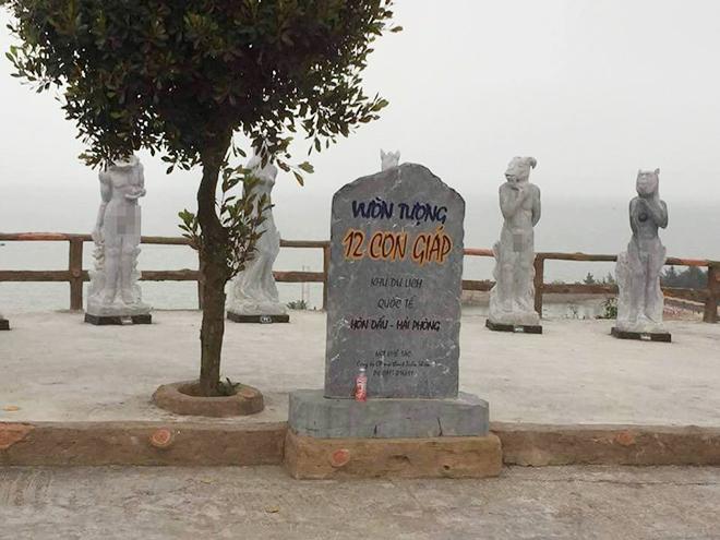 Bị chê phản cảm, tượng 12 con giáp khỏa thân ở Hải Phòng được mặc đồ bơi - 1