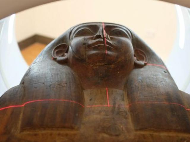 """Phát hiện xác ướp Ai Cập 2.500 năm ở nơi """"ngày nào cũng đi qua"""""""