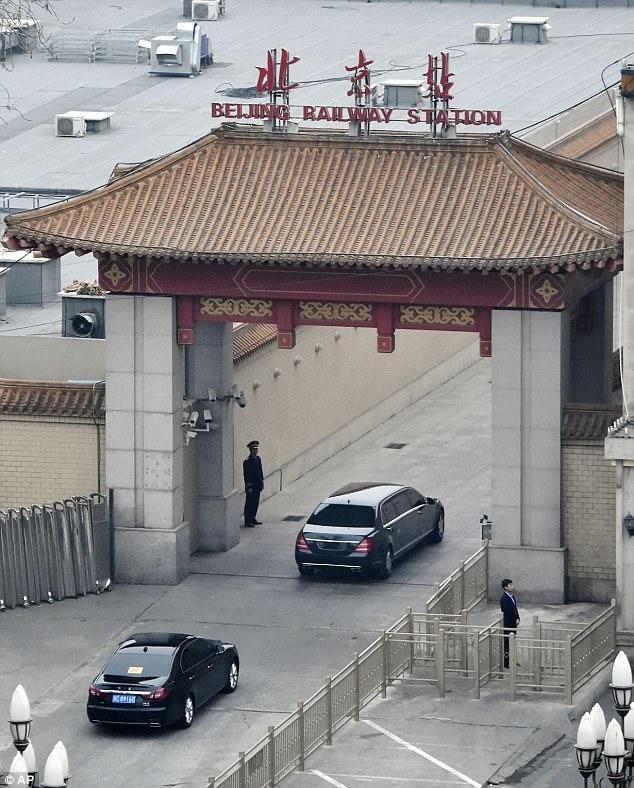 Siêu xe S600 không đeo biển số chở Kim Jong-un ở Bắc Kinh - 1
