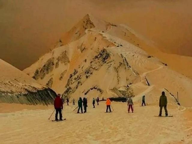 Tuyết ở Nga đột nhiên biến thành màu cam, lý giải của các nhà khoa học