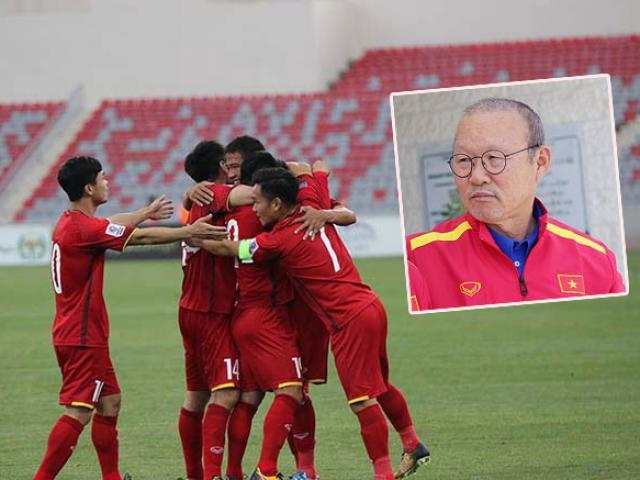 """ĐT Việt Nam """"khí chất"""" U23: HLV Park Hang Seo ứng biến như thần"""
