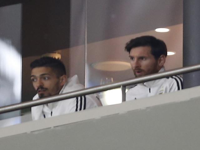 """Messi """"què quặt"""" trở về: Barca tỉnh bơ, ĐT Argentina bị chê vô ơn"""