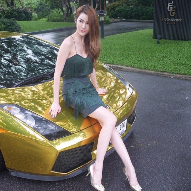 Người mẫu Thái Lan tên Marnfha không chỉ sở hữu sắc vóc đẹp mà còn giỏi kinh doanh, sở hữu khối tài sản kếch xù.