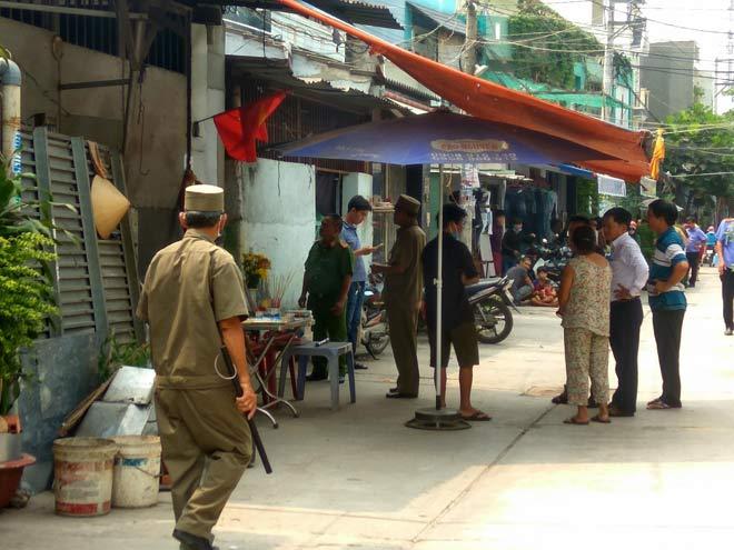 Kiểm tra hiện trường vụ thảm sát 5 người trong gia đình ở Sài Gòn - 1