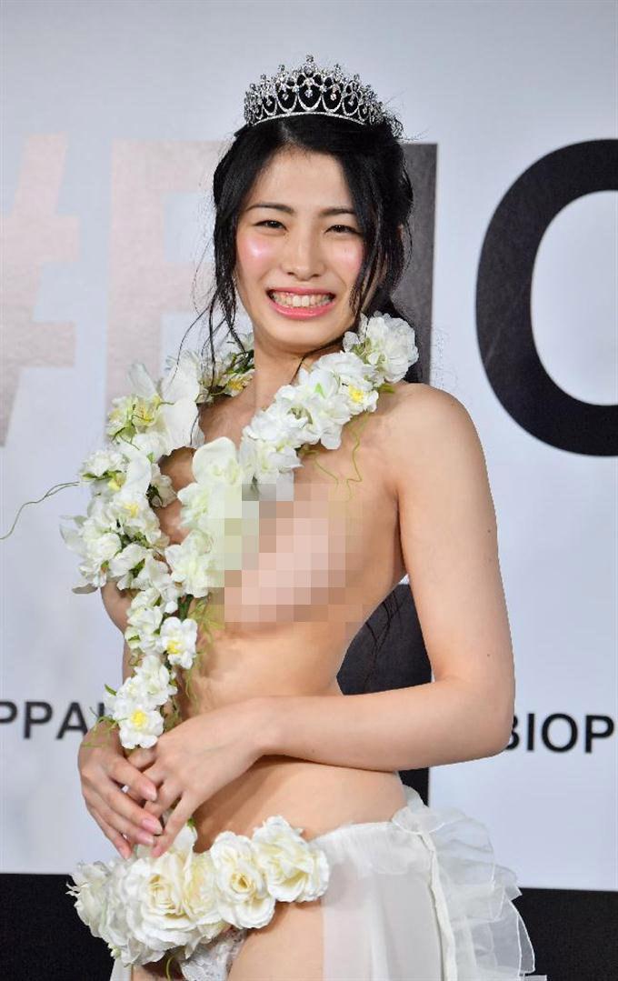 """""""Hoa hậu cuộc thi vòng 1 đẹp Nhật Bản"""" vô tư không nội y trên truyền hình - 1"""