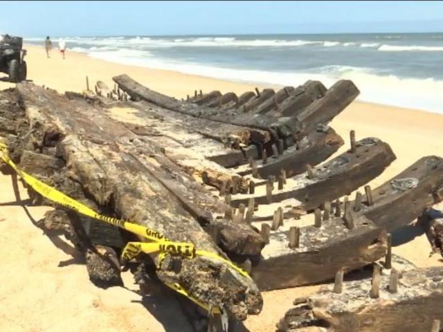Mỹ: Đi tìm răng cá mập, phát hiện xác tàu thế kỷ 18