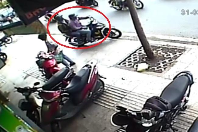 Lộ diện hai đối tượng dùng vật giống súng cướp ngân hàng ở Sài Gòn - 1