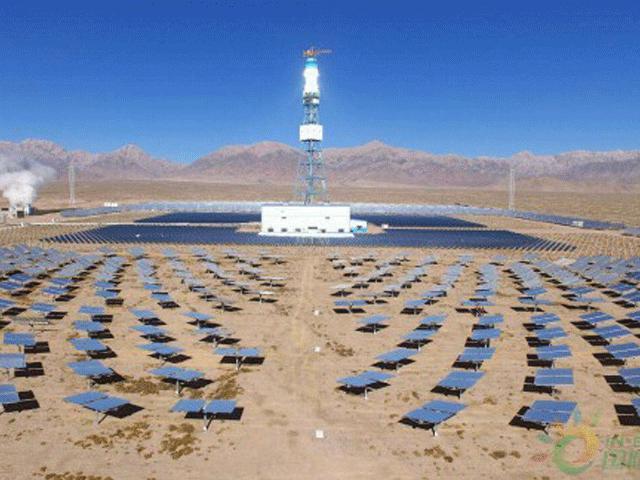 """Xem nhà máy điện Mặt trời công suất """"khủng"""" đầu tiên đi vào hoạt động"""