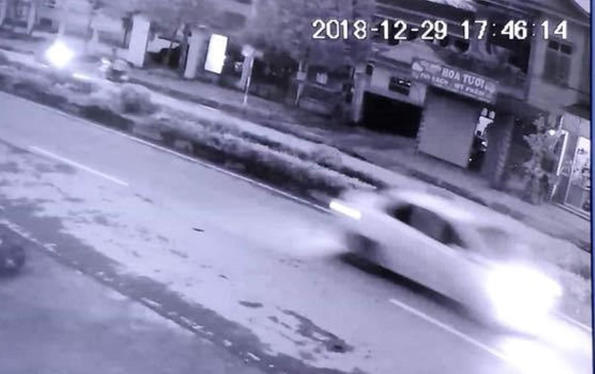Lộ diện tài xế ô tô trắng tông hai cụ bà thương vong rồi bỏ trốn - 1