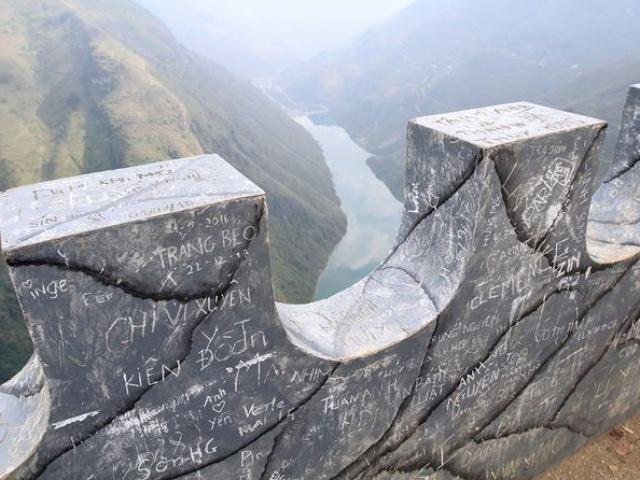 Bức tường 'xấu hổ' trên đỉnh Mã Pì Lèng