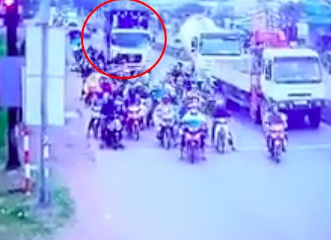 Xe container chạy tốc độ bao nhiêu khi tông hơn 20 người thương vong? - 1