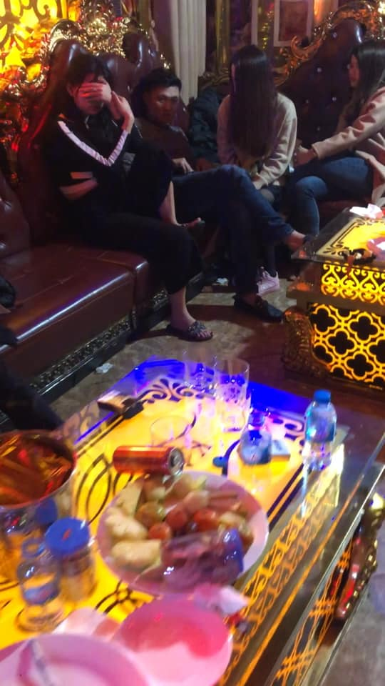 """16 nam thanh nữ tú mở """"tiệc ma túy"""" trong quán karaoke - 1"""