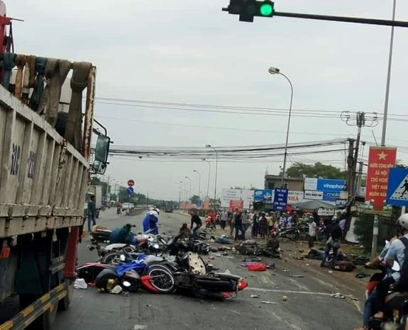 Tài xế xe container gây tai nạn thảm khốc ra trình diện - 1
