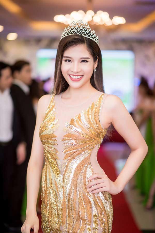 Bật mí quy trình đo cơ thể các cuộc thi hoa hậu Việt - 1