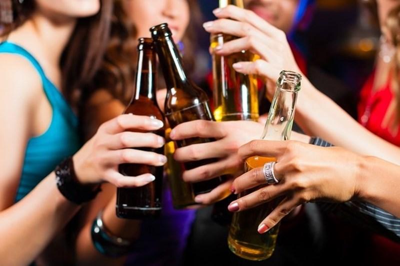 Bia và rượu, cái nào hại sức khỏe hơn? - 1