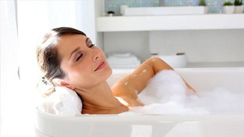 Có nên tắm nước nóng khi trời lạnh? - 1
