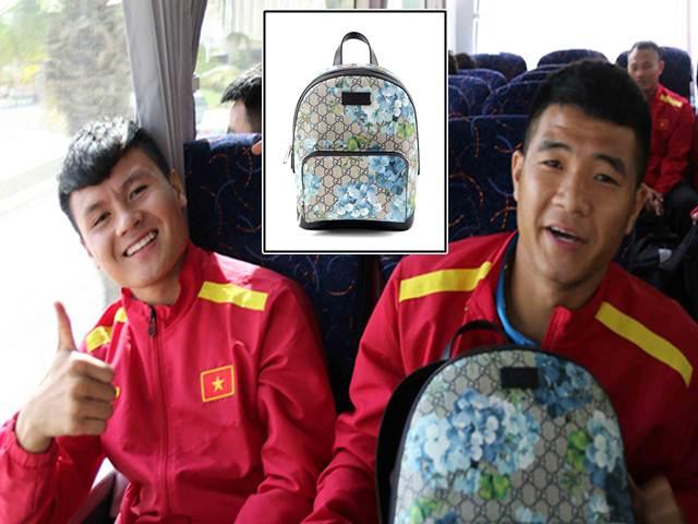 Đặt chân đến Asian Cup 2019: Duy Mạnh, Hà Đức Chinh nổi bật với balo 20 triệu đồng