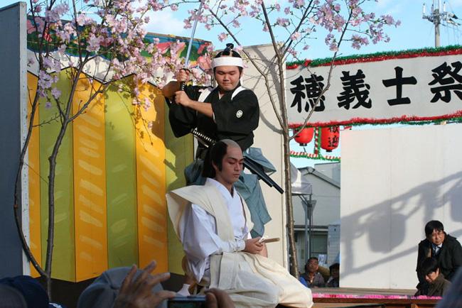 Du khách ngượng chín mặt tại những lễ hội truyền thống chỉ có ở Nhật Bản - 1